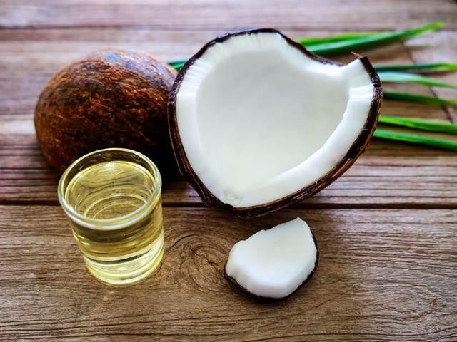 Kokosový olej v kuchyni. Proč ho mít vždy po ruce?